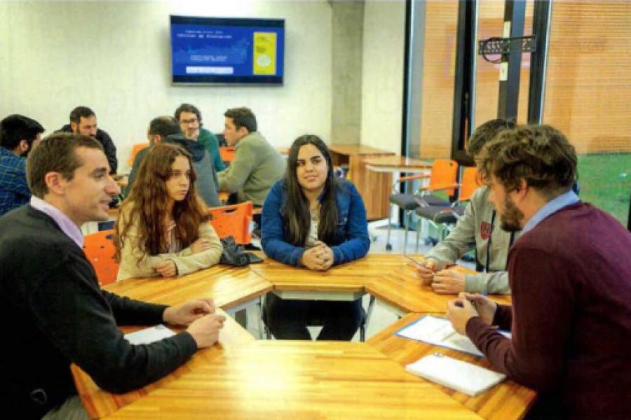 El País (Extracto Suplemento Especial): Impulsa Industria benefició a más de 300 empresas en un año